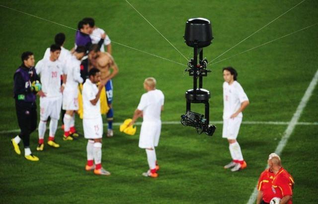 占美摇臂在足球比赛中的应用